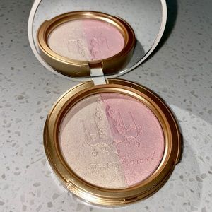 Too Faced Candle light glow highlighter
